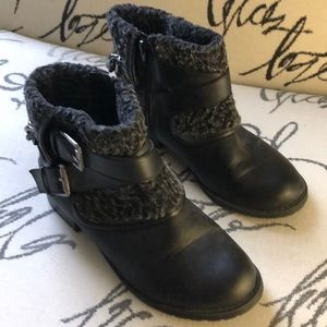 G by Guess fuzzy leather ankle boots Size 7.5